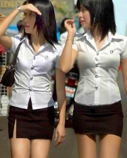 девушка в мини юбке школьной формы картинки