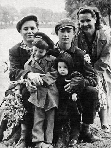 Юра Шевчук с родителями, братом и сестрой.