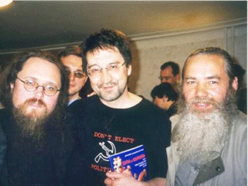 Юрий Шевчук с Борисом Развеевым (справа) и дьяконом Андреем Кураевым