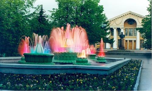 Цветные фонтаны Великие Луки